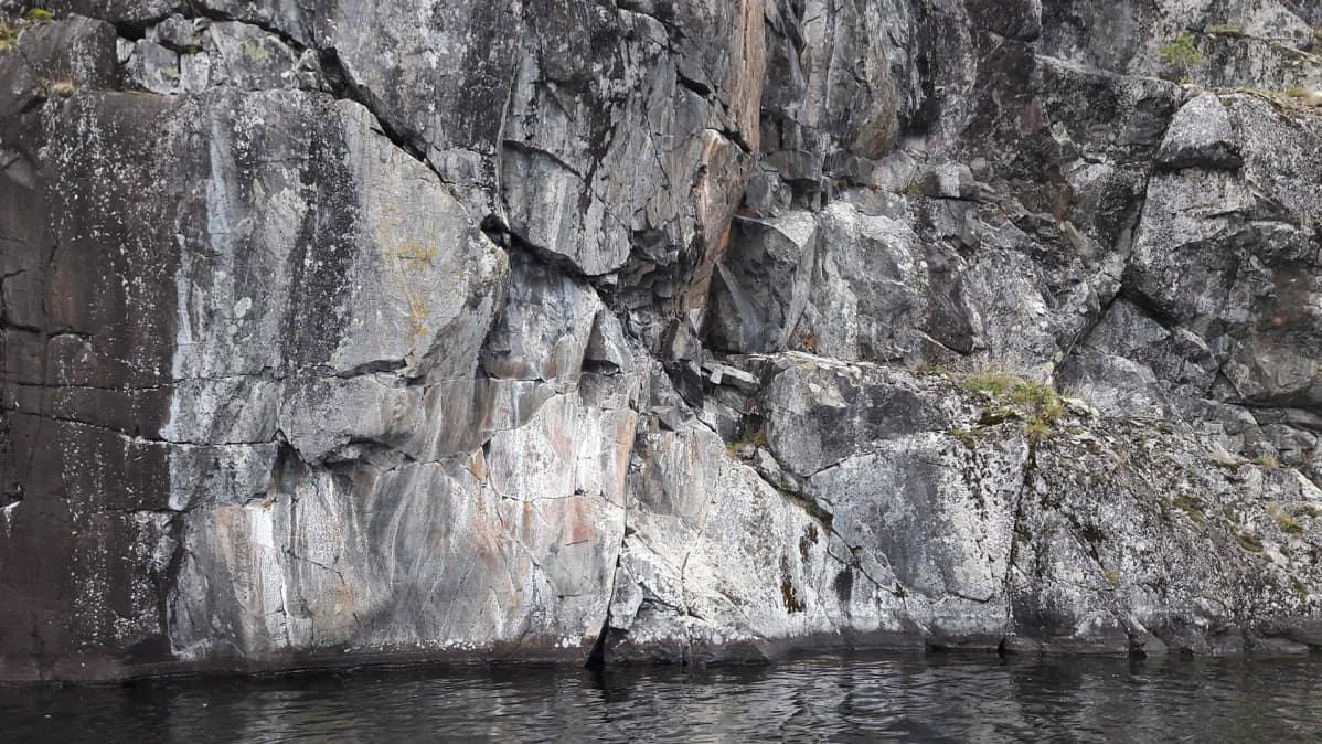 Raaseporin Lammasjärven kalliomaalaus.