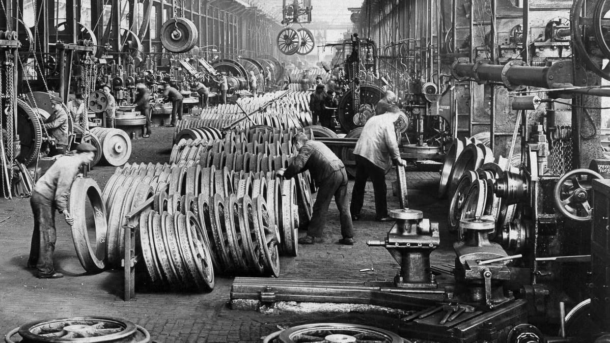 Kruppin metallitehdas Saksassa vuonna 1900.