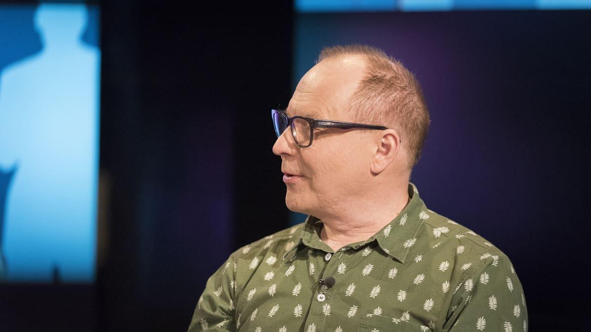 Suomen hauskin mies -elokuvan ohjaaja Heikki Kujanpää.