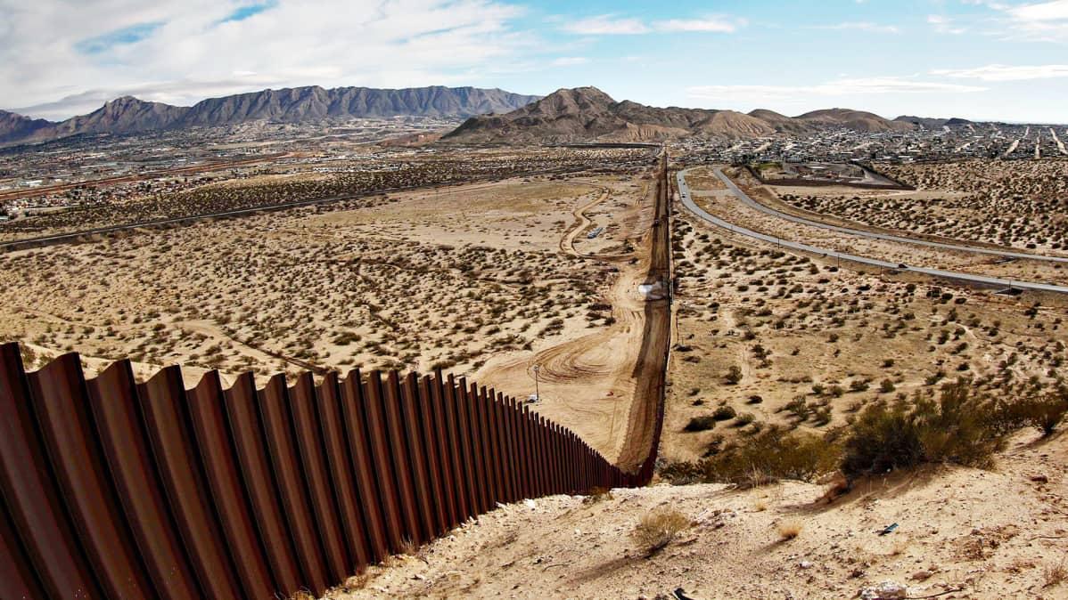 Yhdysvaltain ja Meksikon raja.