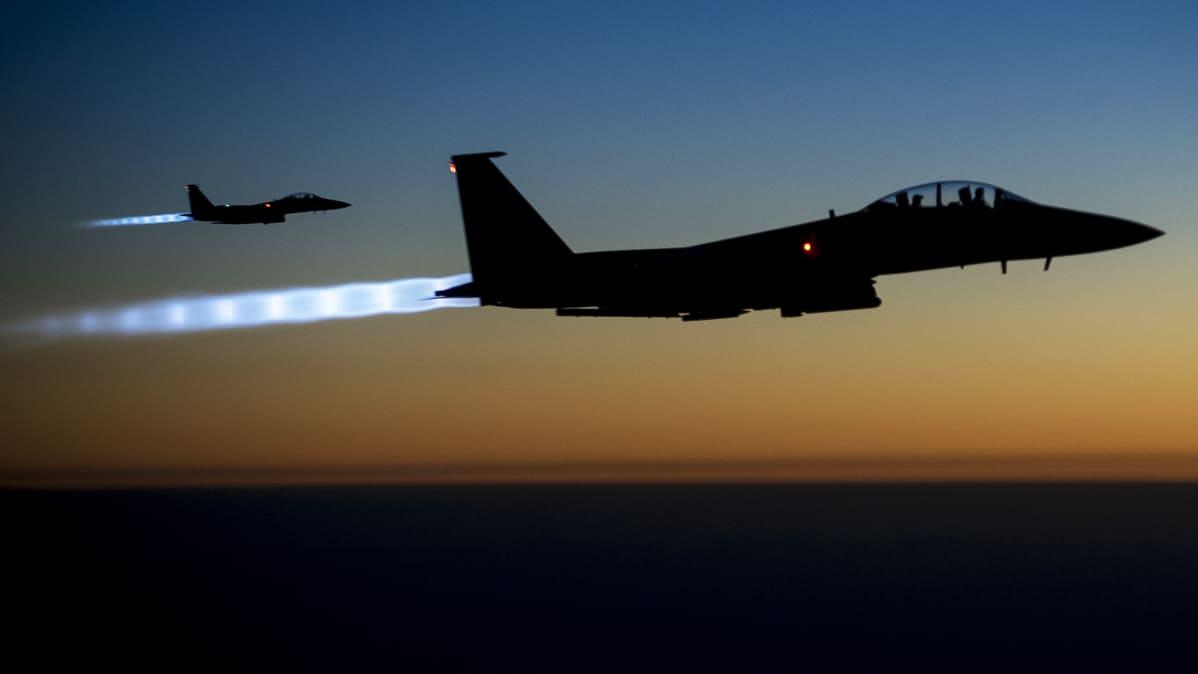 Yhdysvaltain ilmavoimien F-15E Strike Eagle -rynnäkkökoneita.