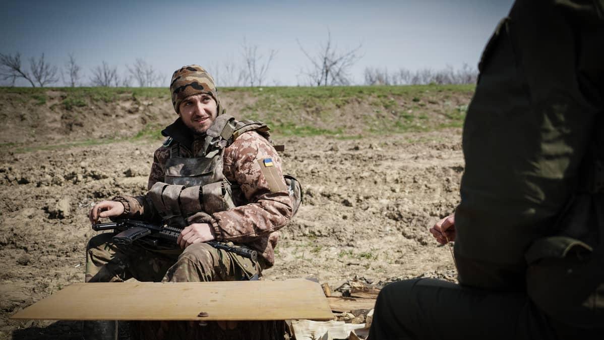 Maksim on ollut rintamalla Ukrainan armeijassa jo kolme vuotta. Hän olisi valmis jatkamaan palvelusta.