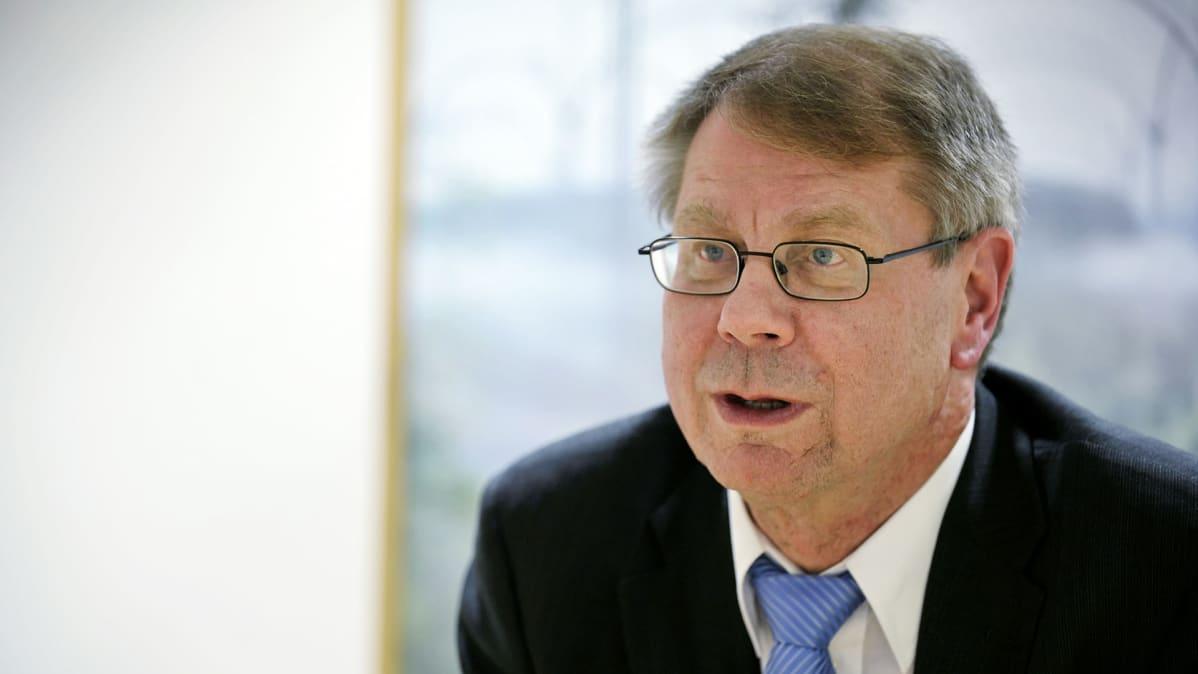 Jaakko Laakso kuvattuna eduskunnassa Helsingissä marraskuussa 2010.