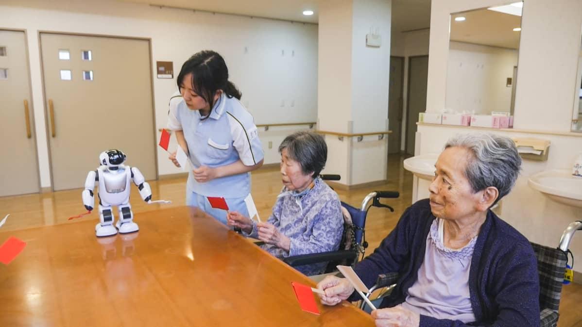 PARLO, hoitaja ja ikäihmisiä