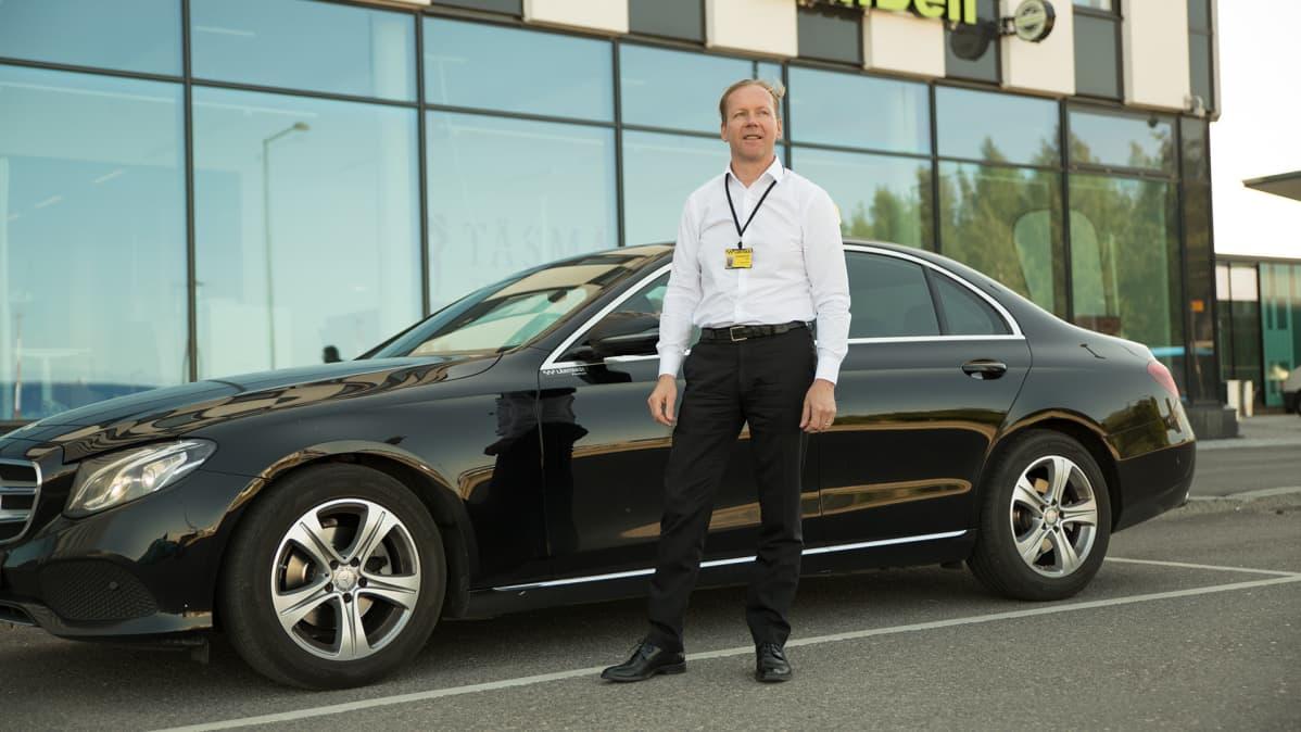 Taksiyrittäjä Rainer Simonen on ollut taksin ratissa vuodesta 1984.
