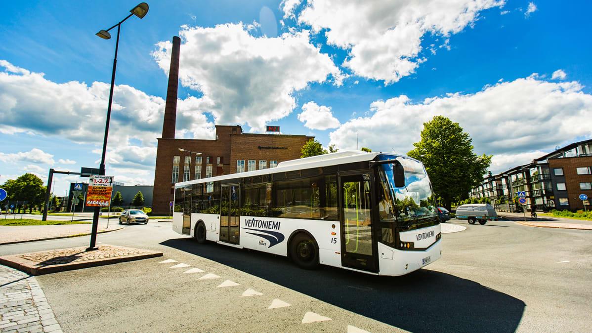 Bussi Riihimäen katukuvassa