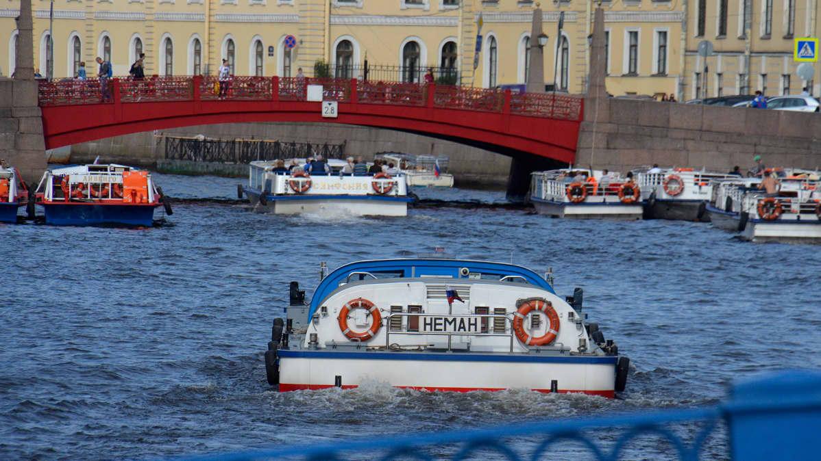 Kanavaristeilyt ovat Pietarissa suosittuja