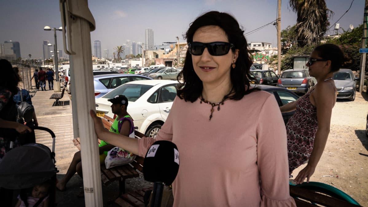 Nainen Tel Avivissa.