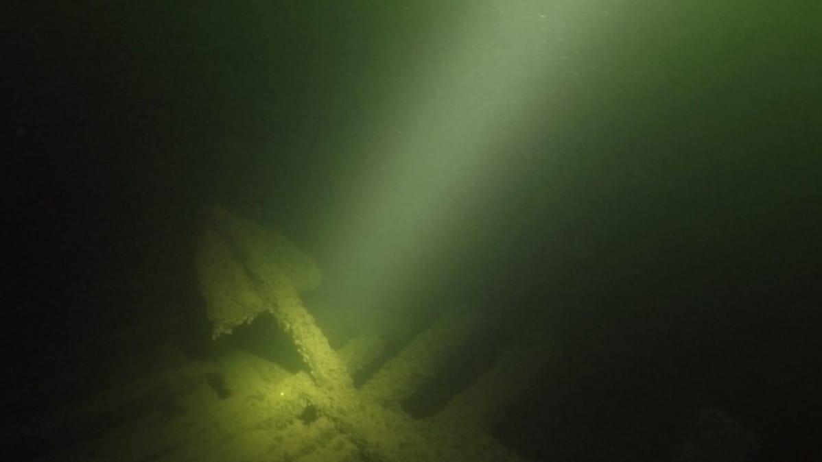 Raaseporin hylkylöydön ankkuri.