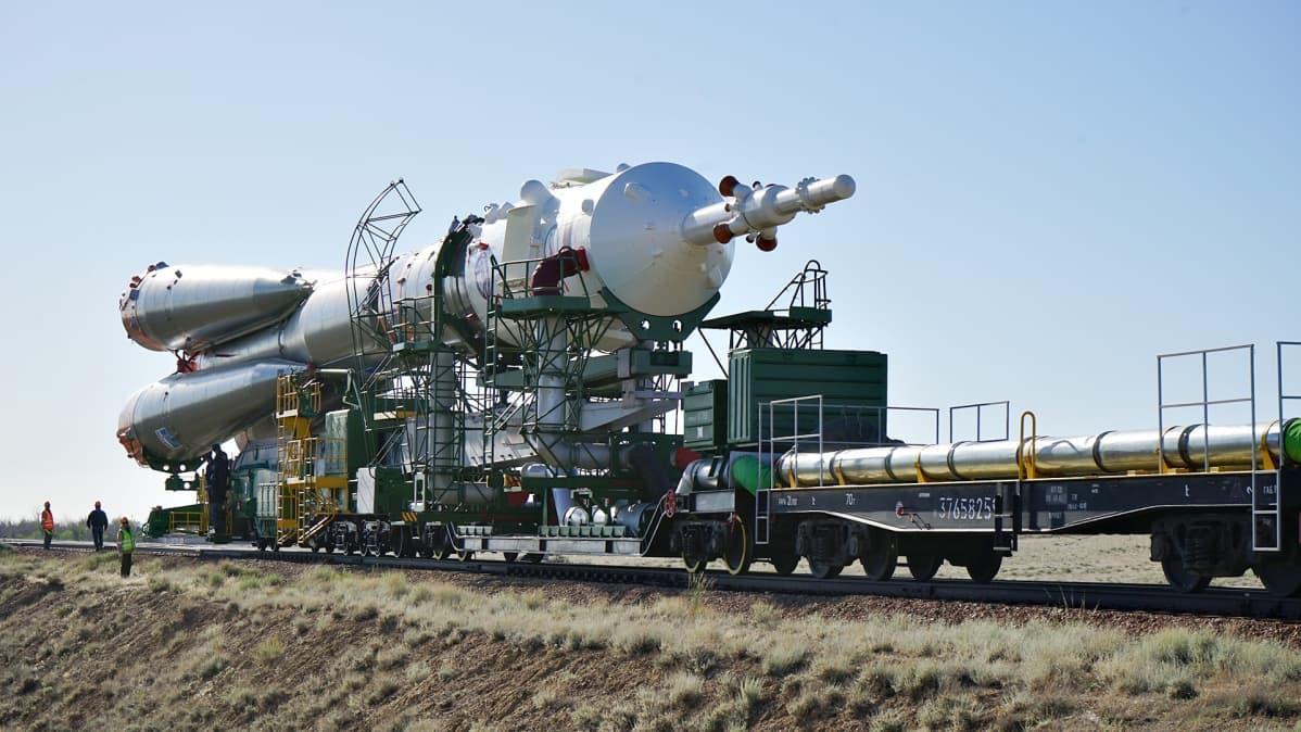 Sojuz raketti siirtyy