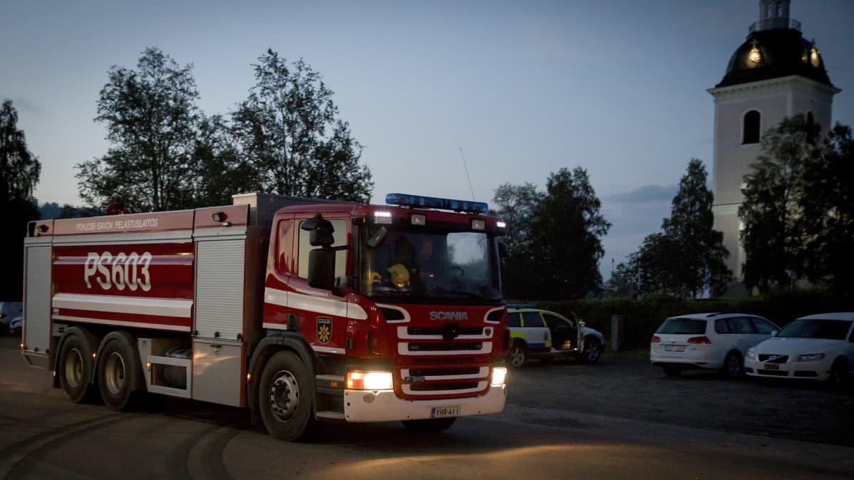 Pohjois-Savon pelastuslaitoksen paloauto.