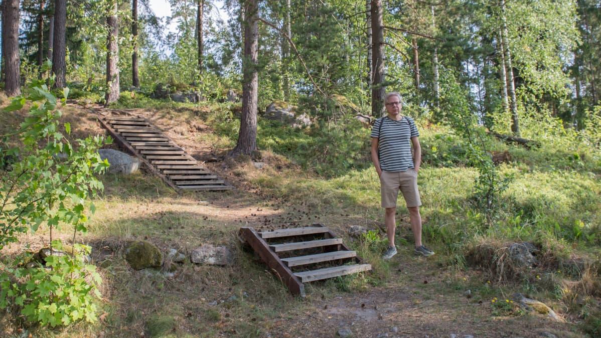Matti Lipponen Vartiokylän linnavuoren juurella.