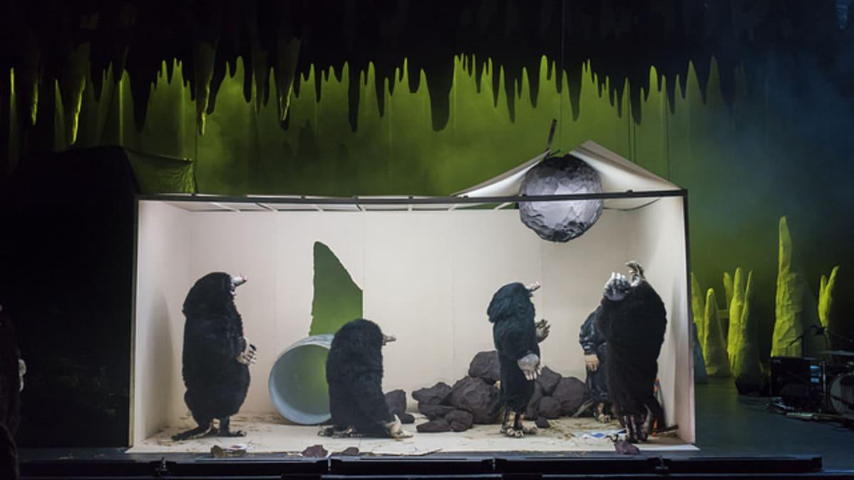 Night of The Moles -esityksessä myyrät ovat pääosassa.
