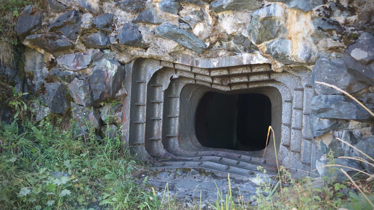 Tykkikorsun ampuma-aukko Karhumäessä