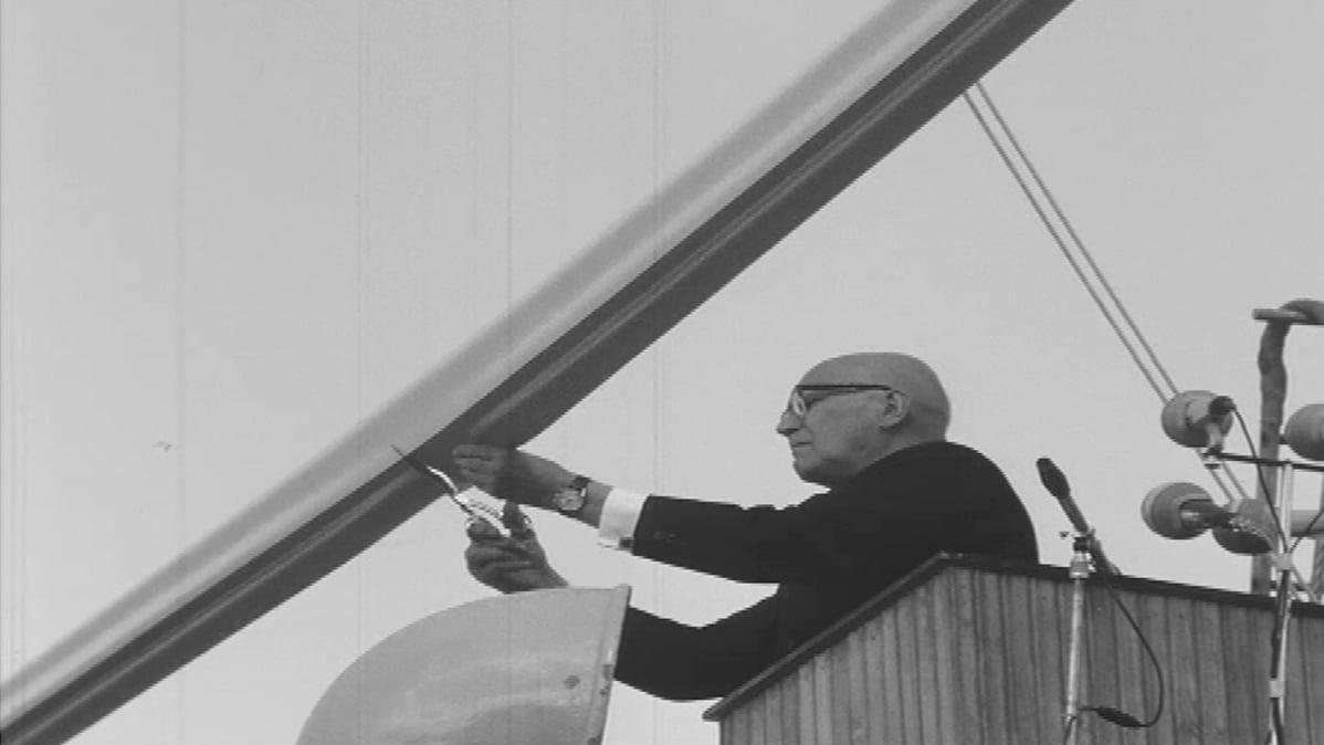 Presidentti Urho Kekkonen Saimaan kanavan avajaisissa.