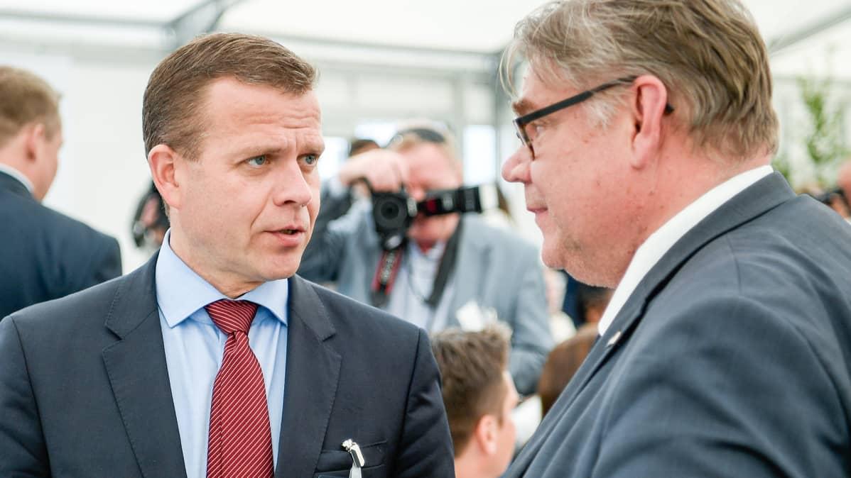 Petteri Orpo ja Timo Soini Kultaranta-keskusteluissa.