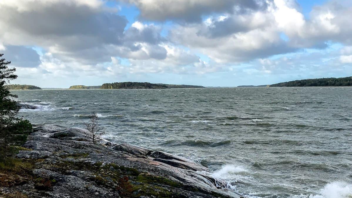 Merinäkymä Turun saaristossa.