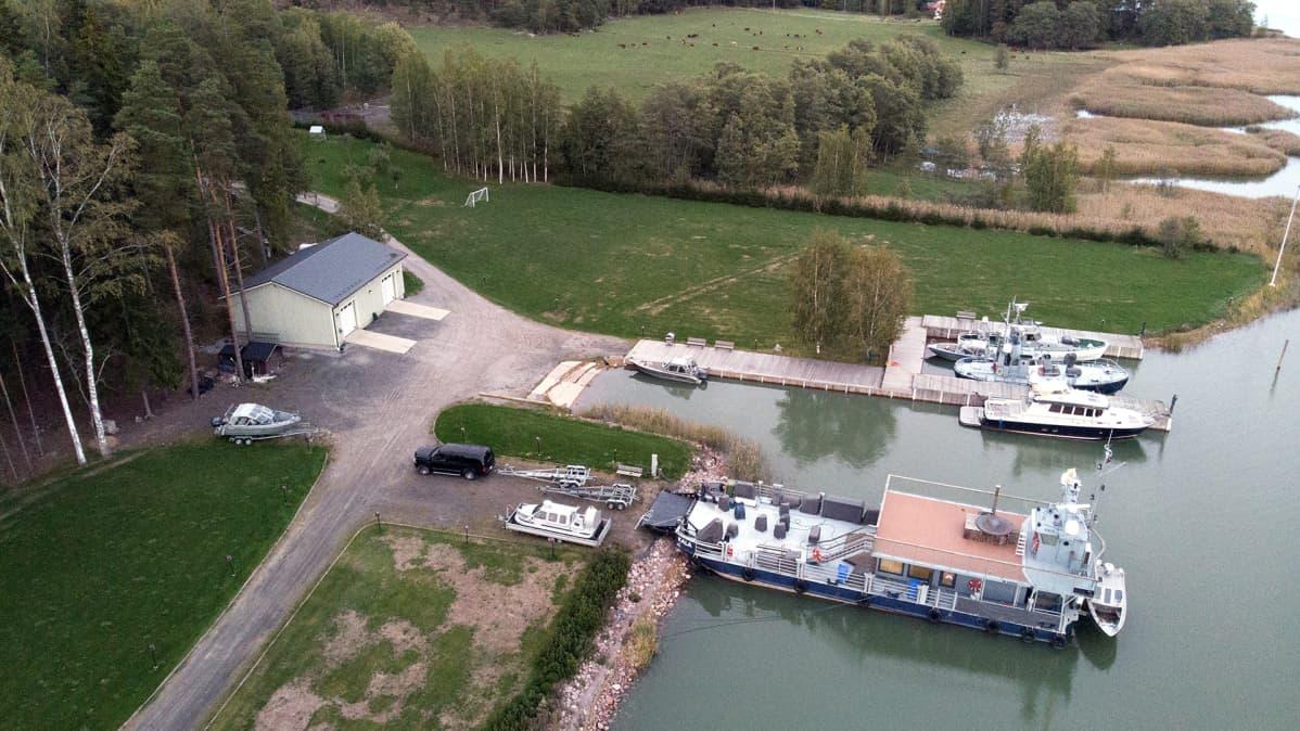 Airiston Helmen Villa Ybbersnäsin ranta-alue kuvattuna ilmasta Paraisilla 23. syyskuuta.