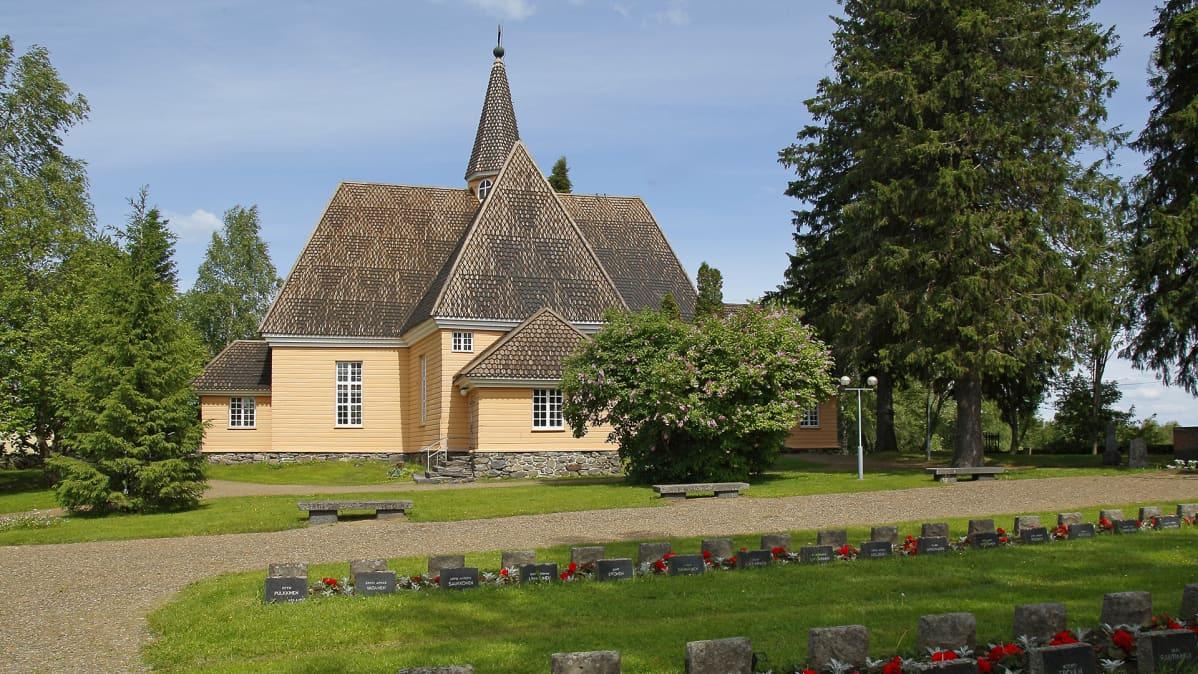 Kiihtelysvaaran kirkko kuvattuna vuonna 2007.