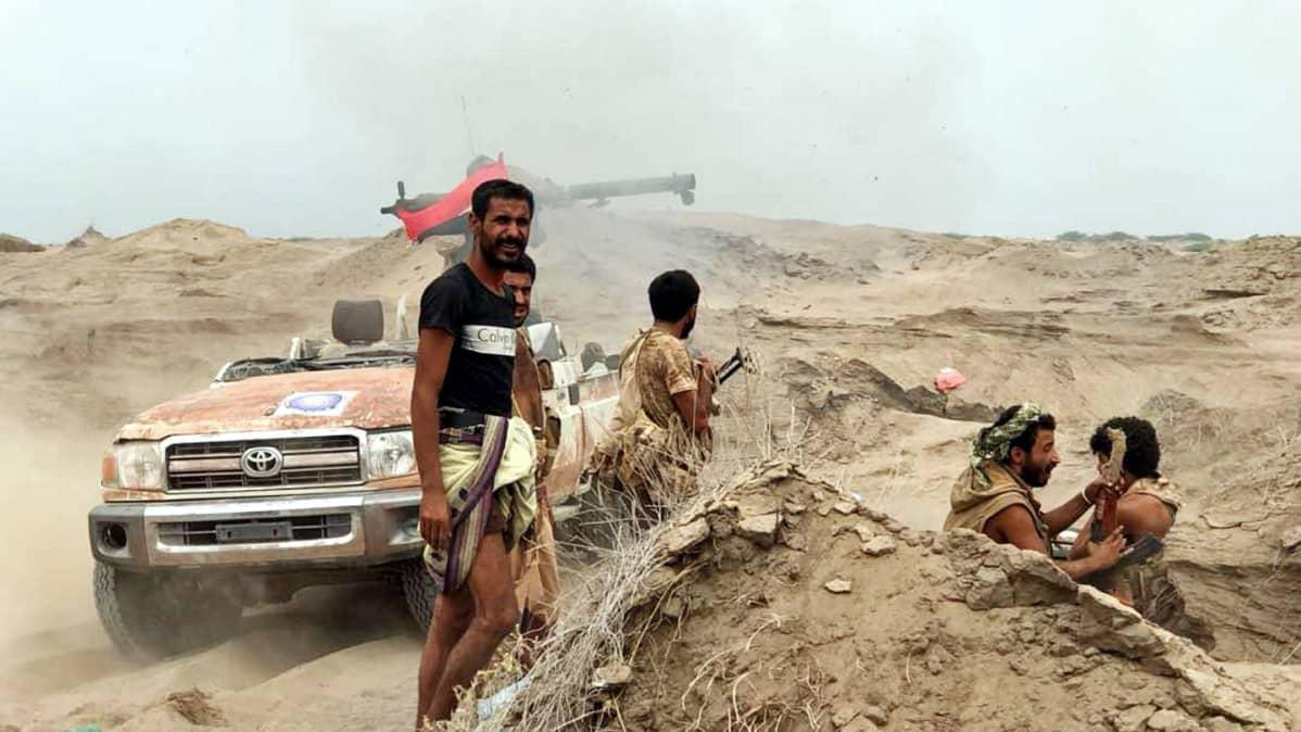 Hallituksen joukkoja barrikadilla al-Fazahissa.