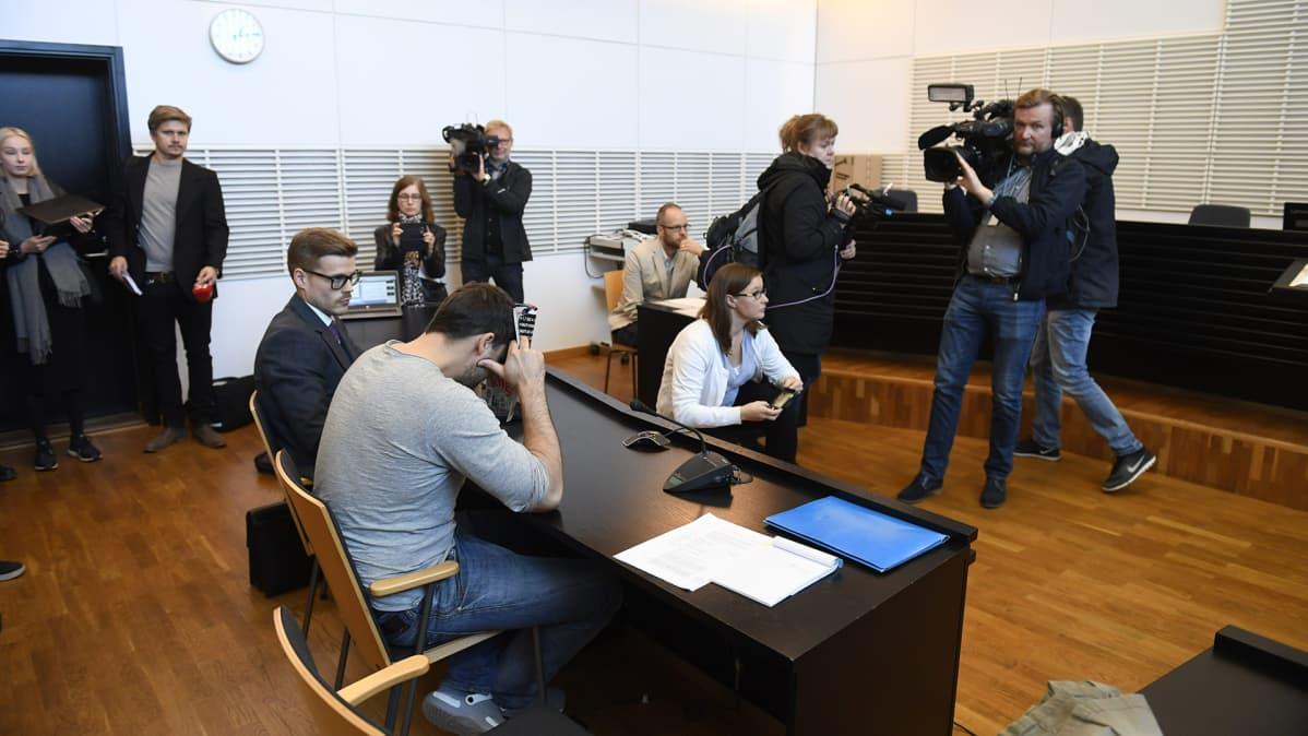 Vangitsemisoikeudenkäynti Vantaan käräjäoikeudessa 25. syyskuuta.