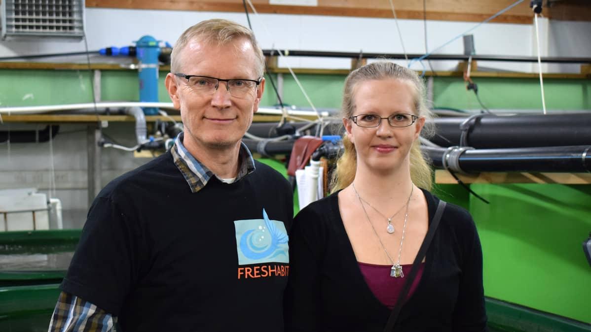 Professori Jouni Taskinen tutkimusavustaja Hanna Suonia.