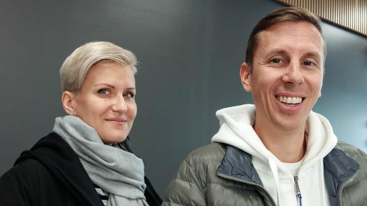Mimmit koodaa -kampanjan vetäjä Milja Köpsi ja Ohjelmistoyrittäjät ry:n toimitusjohtaja Rasmus Roiha.