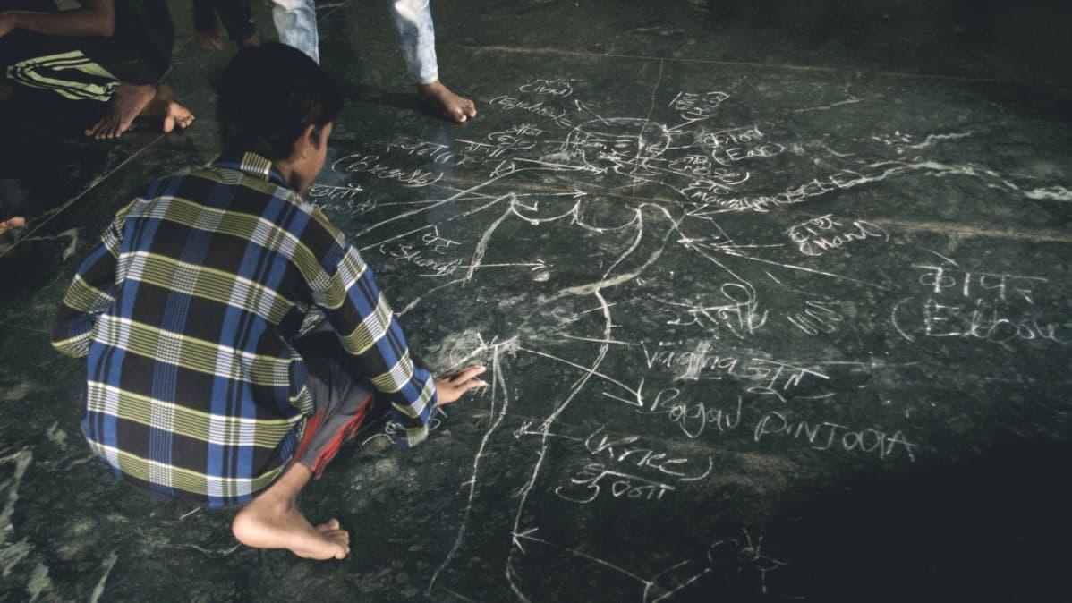 Mava-työpaja, Mumbai, Intia, Miehen malli