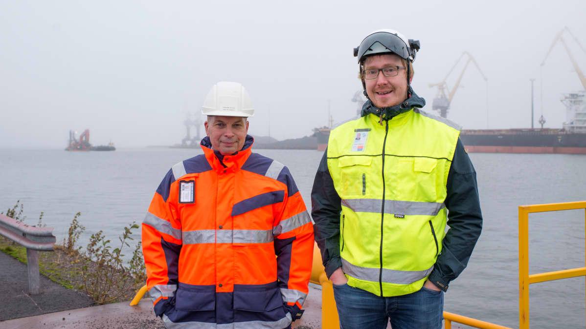 Kuvassa satamajohtaja Torbjörn Witting ja projektipäällikkö Seppo Paukkeri Liikennevirastosta
