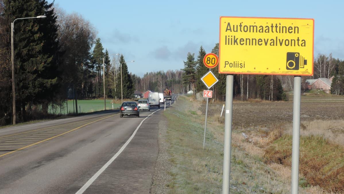 Valtatiellä 24, Lahden ja Vääksyn välillä, automaattista liikenteenvalvontaa on ollut jo 20 vuotta.