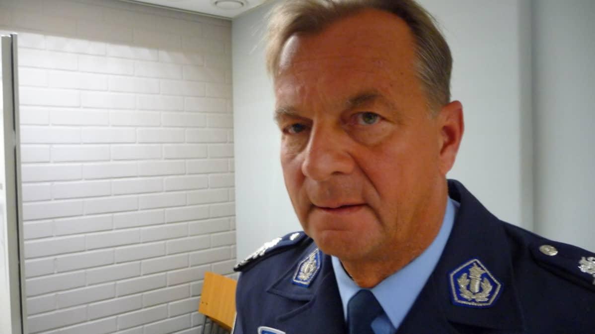 Poliisipäällikkö Tapio Huttunen.