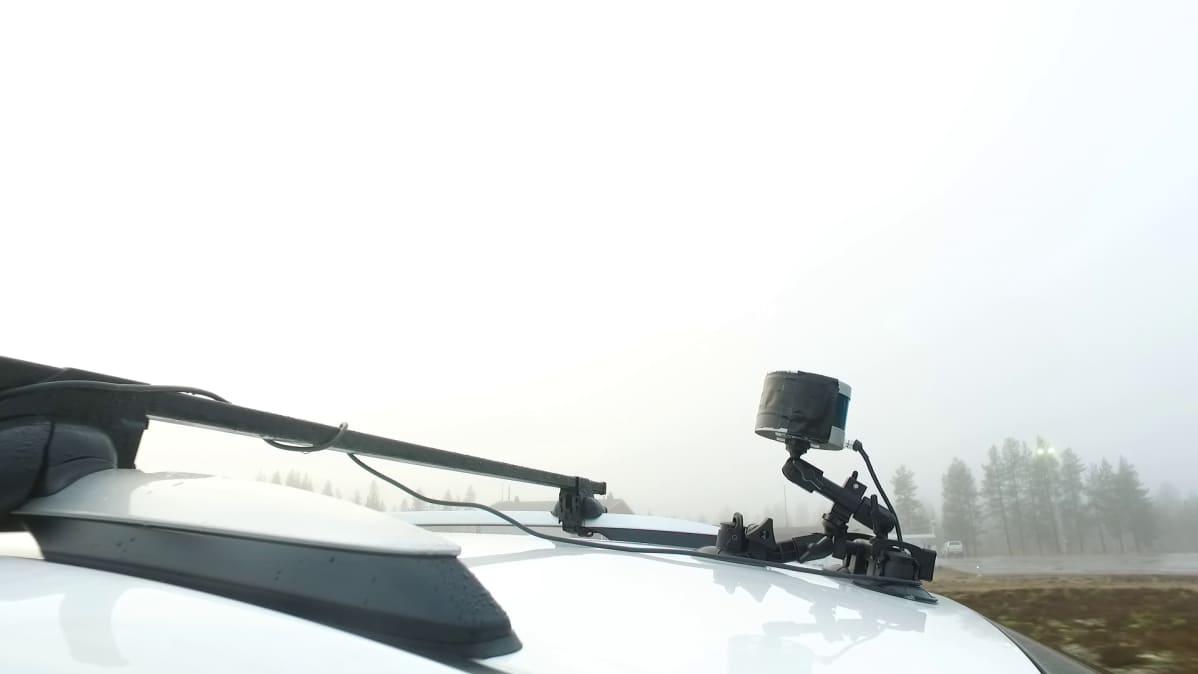 5G-Safe hankkeen testiautossa tiedonsiirtoon käytettiin erillistä 5G-lähetin/vastaanotinta.
