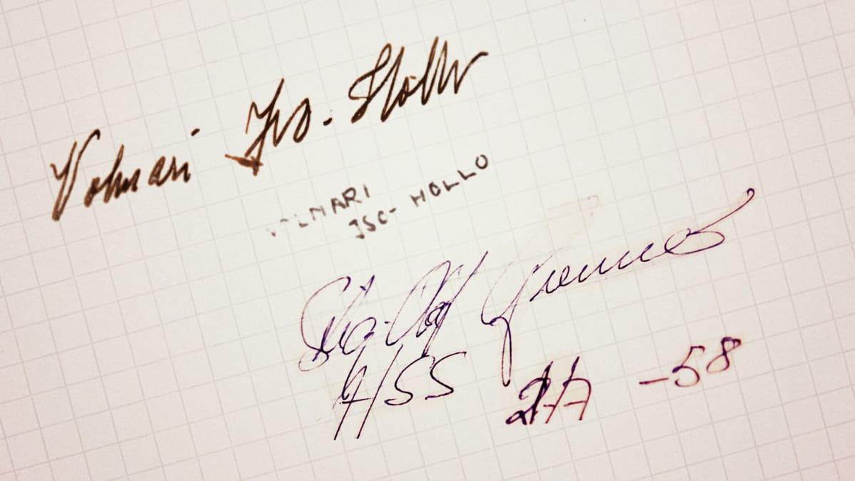 Kuvassa kaksi nimikirjoitusta.