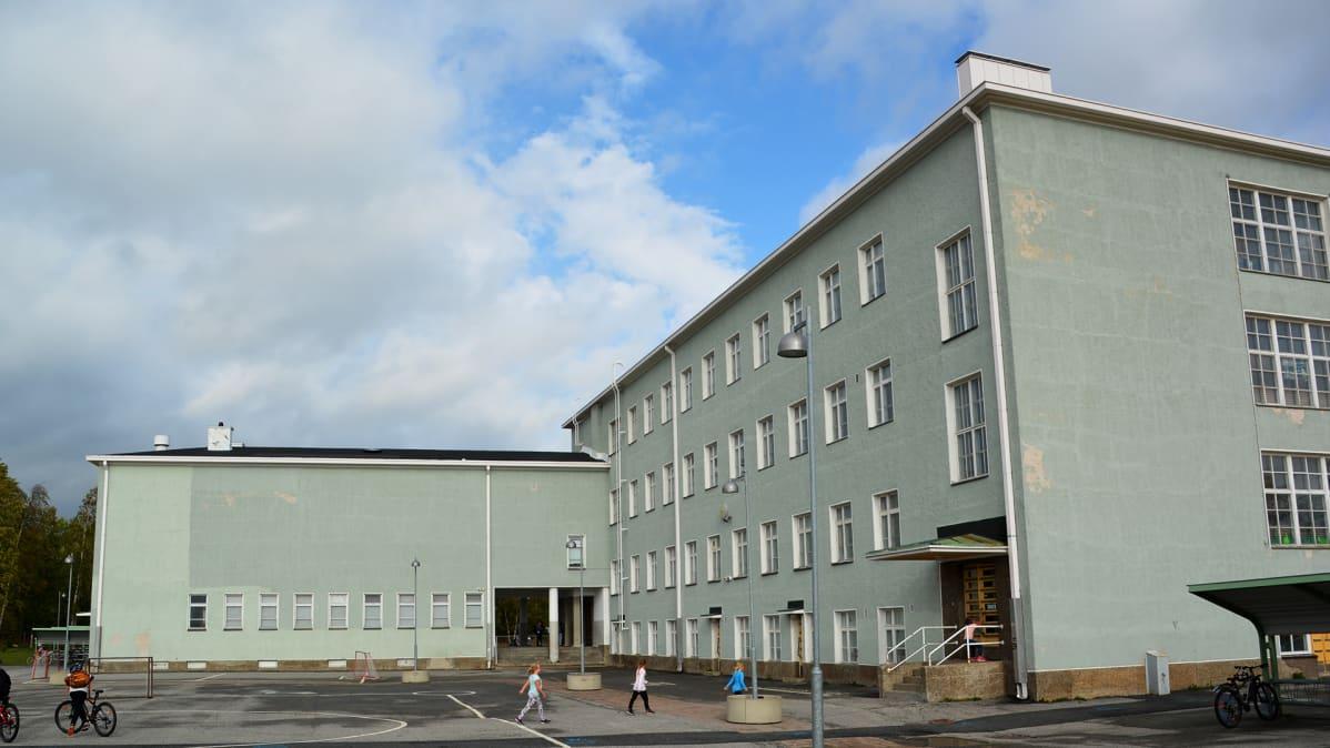 Karihaaran koulu Kemissä