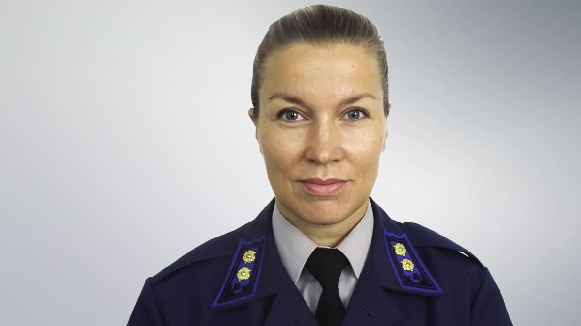 hävittäjälentäjä nainen