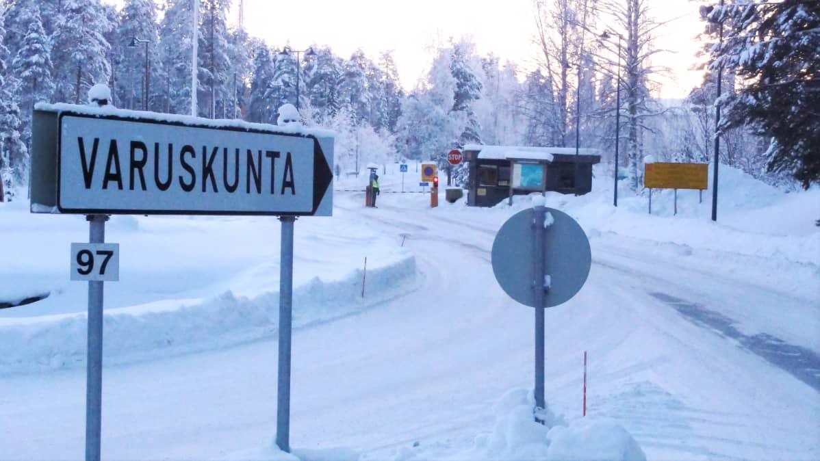Kainuun prikaatin portti Kajaanissa.