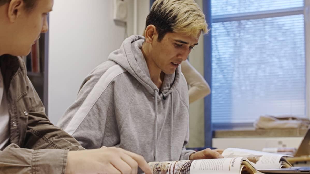 Hasan Khademi on lukion toisella luokalla.