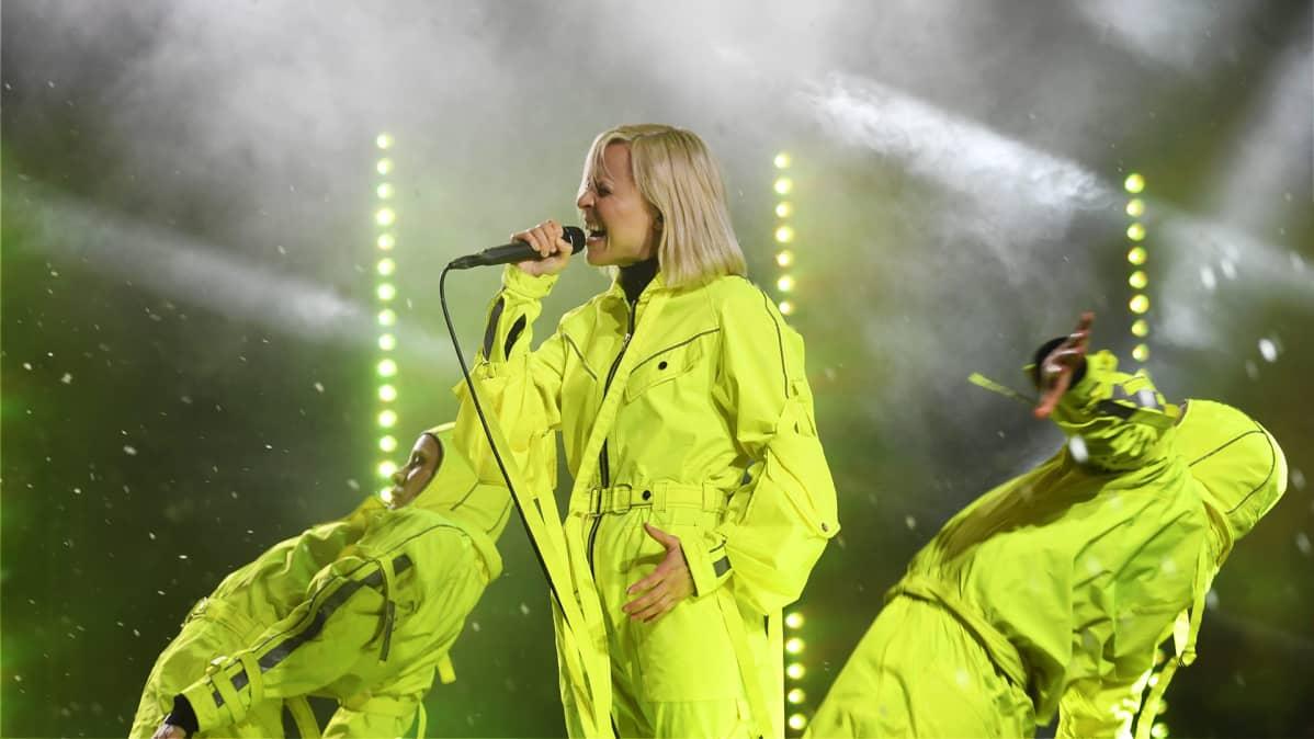Paula Vesala esiintyy Senaatintorin perinteisessä uudenvuoden juhlassa