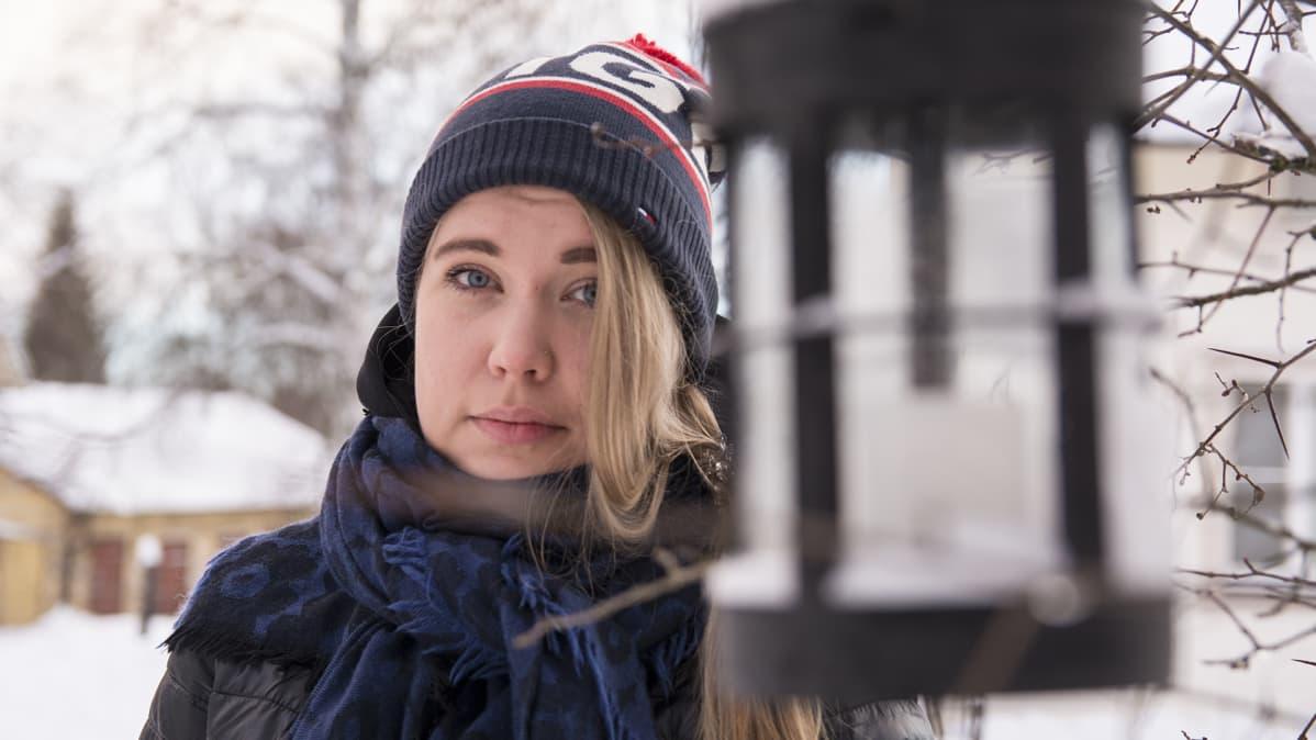 Kajaanilainen Anniina Rytkönen seisoo ulkona