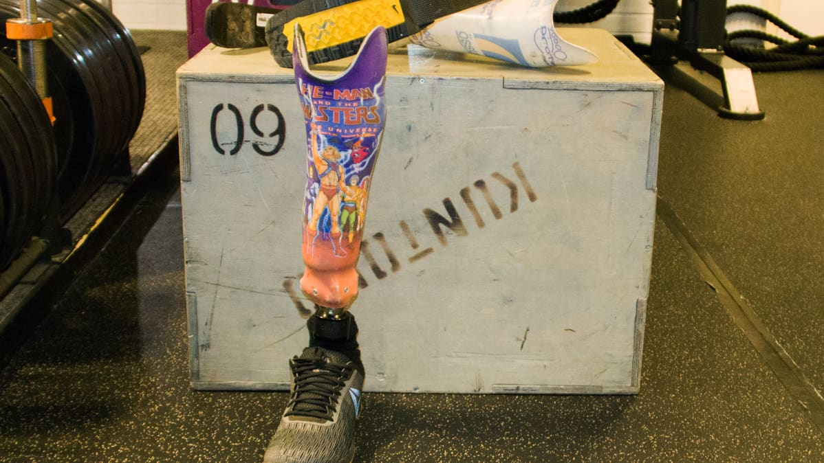 Jussi Lotvosen jalkaproteesi, jossa on Masters of the Universe -kuosi.