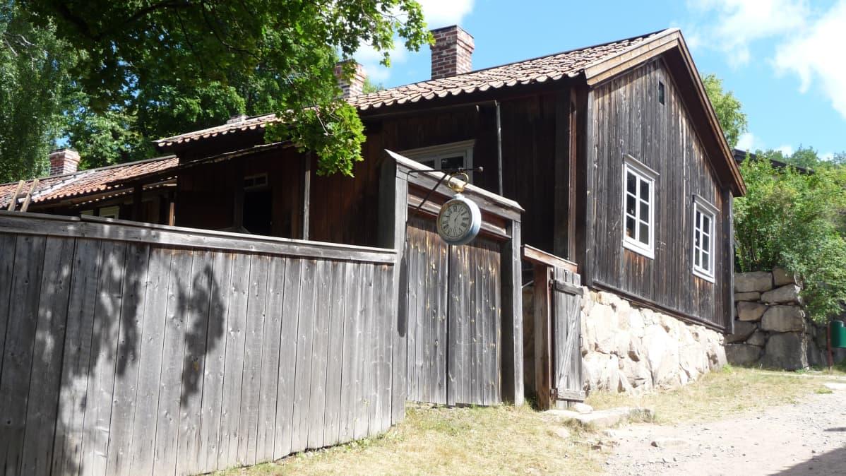Puutalo Luostarivuoren käsityöläismuseossa