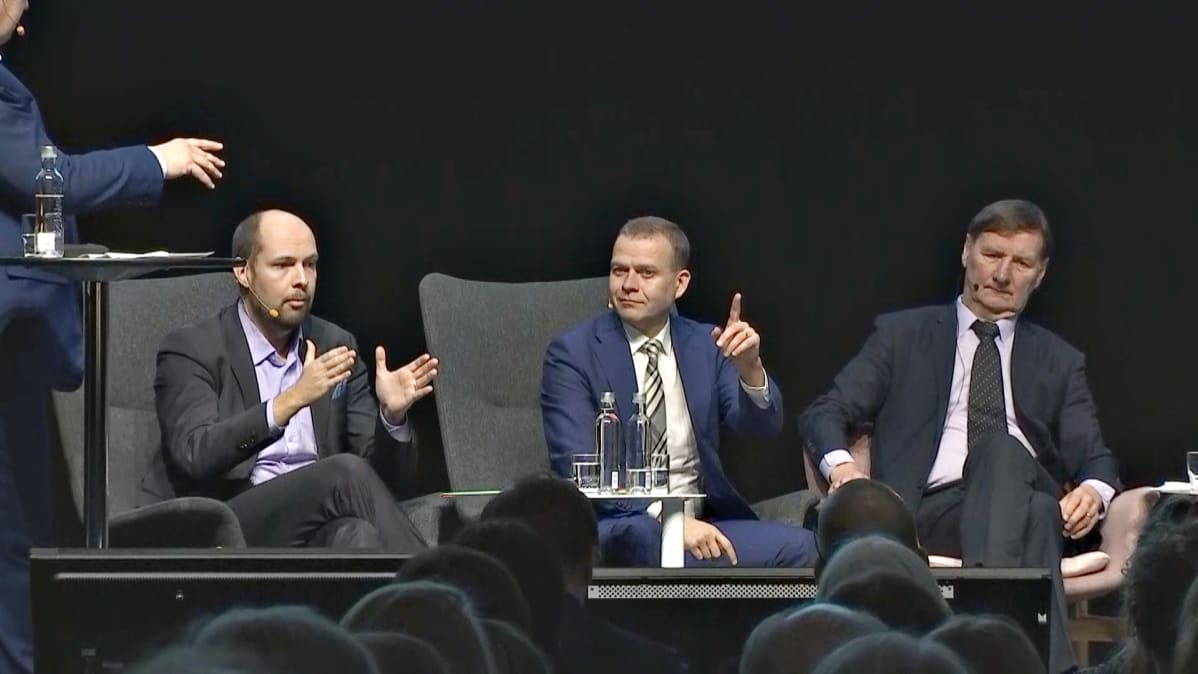 Tuomo Puumala (Kesk.), Petteri Orpo (Kok.) ja Jukka Gustafsson (SDP).