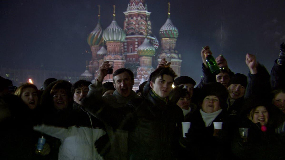 Kansaa juhlimassa uutta vuotta Punaisella Torilla.