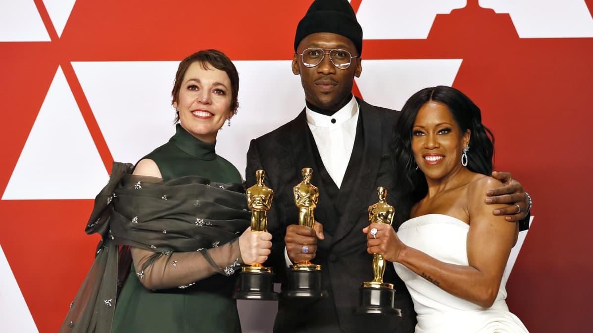 Näyttelijät Olivia Colman, Mahershala Ali ja Regina King palkittiin roolisuorituksistaan Oscar-gaalassa 2019.
