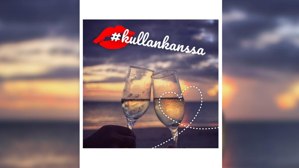 """Kaksi shampanjalasia rannalla, teksti """"kullankanssa"""" ja suukon kuva"""