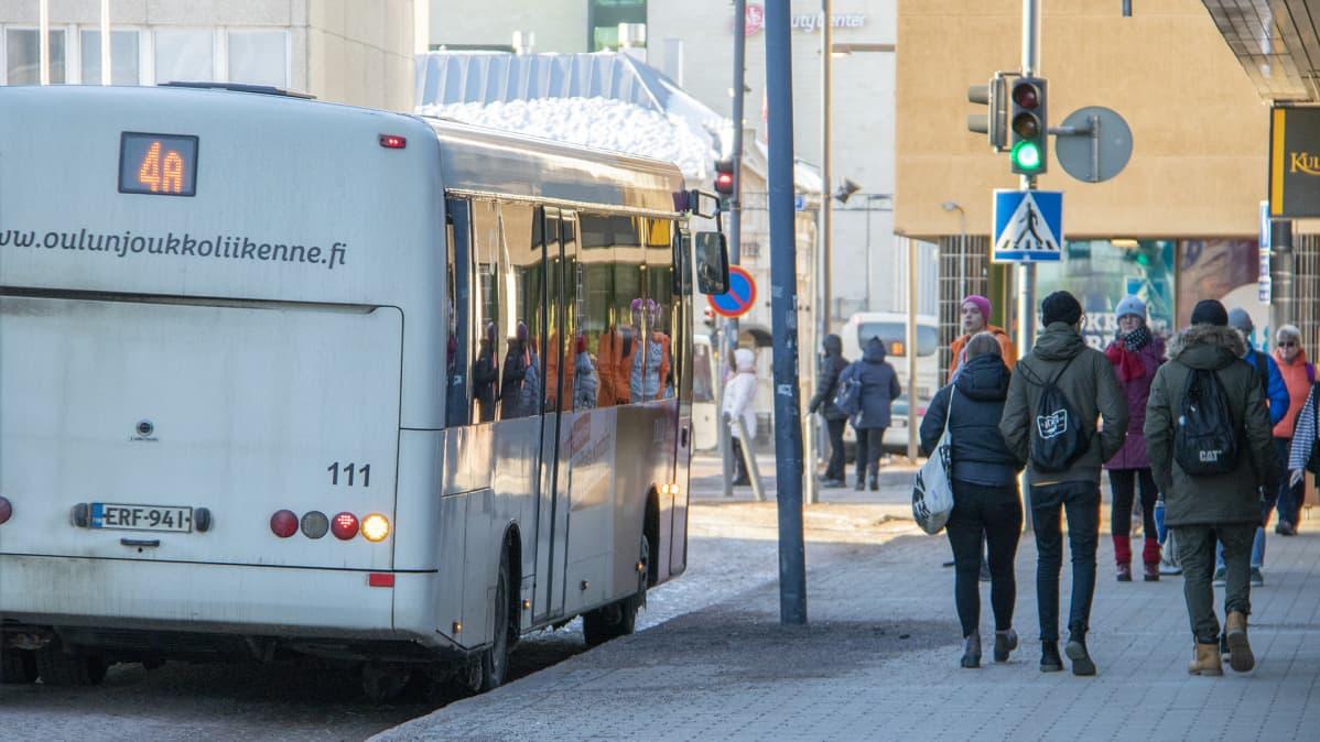 Oululaista katukuvaa maaliskuussa 2019.