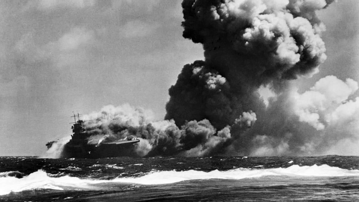 USS Wasp tulessa.