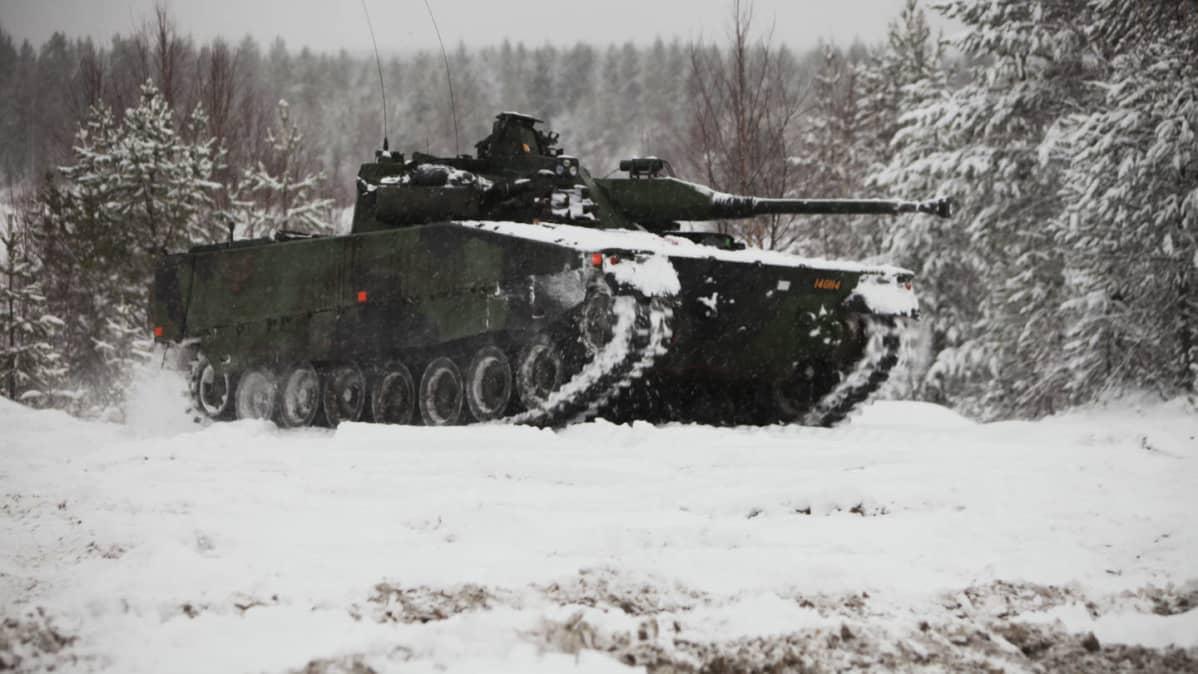 Arkistokuva CV90-rynnäkköpanssarivaunusta.