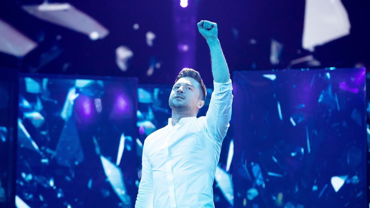 Sergey Lazarev esittää kappaletta Scream.