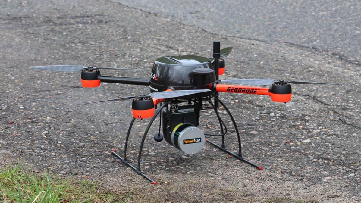 Loiste Sähköverkon dronessa on laserkeilain ja kamera.